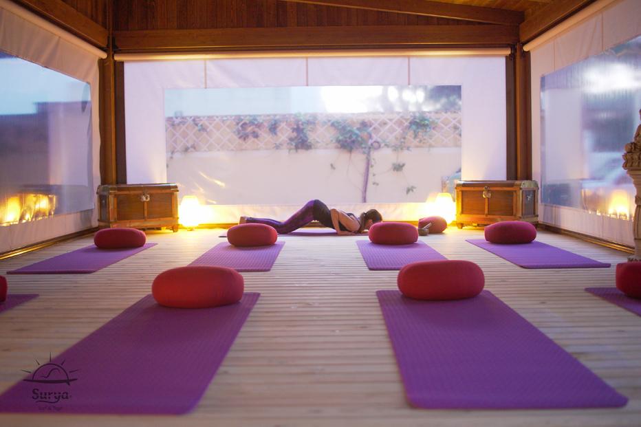 Espacios Villa Surya. Sesiones de Yoga orientado al Surf