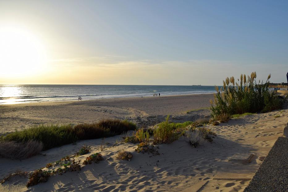 Chiclana Playa Cádiz Surf y Yoga