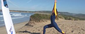 Postura Guerrero Yoga orientado al surf SURYA